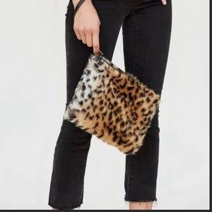 Handbags - 🎉HP🎉 Furry Leopard Clutch/Wristlet Bag